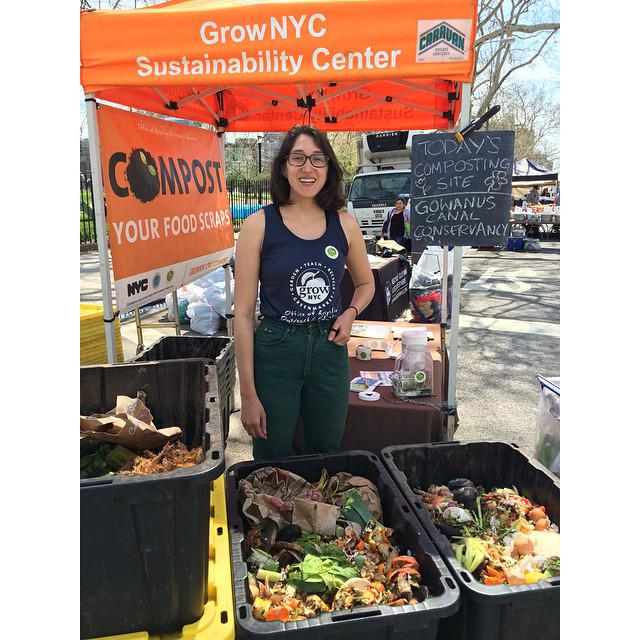 Here is a list of Greenmarkets where you can drop off your food scraps for composting. http://t.co/iT3Pnn217b http://t.co/O6qFmnLRwJ