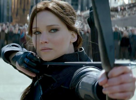 We're FREAKING OUT over these moments from The Hunger Games: MockingjayPart2 trailer: