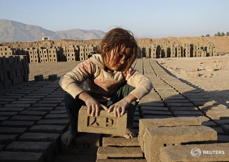 170 mln youth are trapped in child labour, the International Labour Organization said today http://t.co/FpxoA8DpnE http://t.co/D4zihlO4rs
