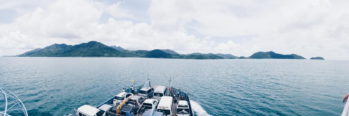 เกาะช้าง จ.ตราด ทะเลสวย หาดทรายขาว มีเรือเฟอรี่เอารถข้ามไปขับบนเกาะได้ สะดวกสบายมาก #ReviewThailand #reviewTrat http://t.co/qJnWPG1kRP