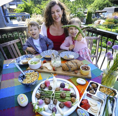 My article on preventing food waste at home, with recipes: http://t.co/xskgzy9CwZ http://t.co/bPLUsHYPVL
