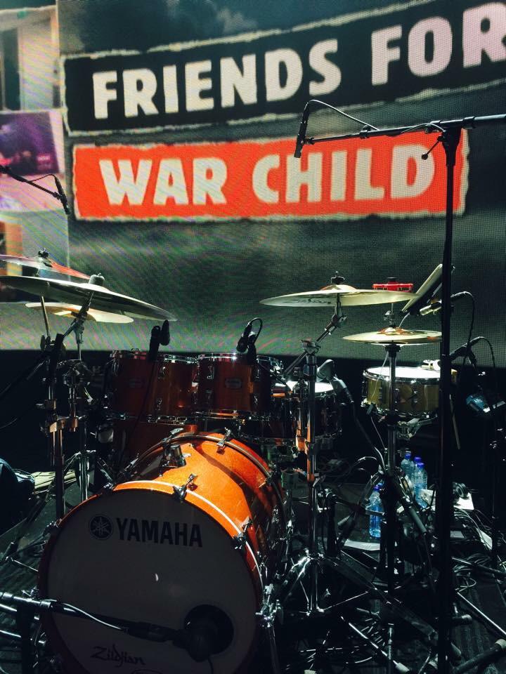 """Vanavond """"Friends for Warchild"""", om 21.20 op NPO1 met oa Marco Borsato en Ali B. Indrukwekkende verhalen. Kijk! http://t.co/D1M7JRuZMD"""