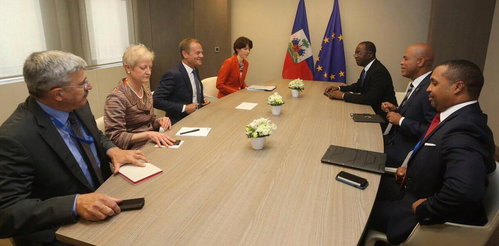 Avec le Président du Conseil Européen,  M. Donald Tusk,  au local du Conseil de l'Union Européenne à Bruxelles http://t.co/MReyx7DIAG