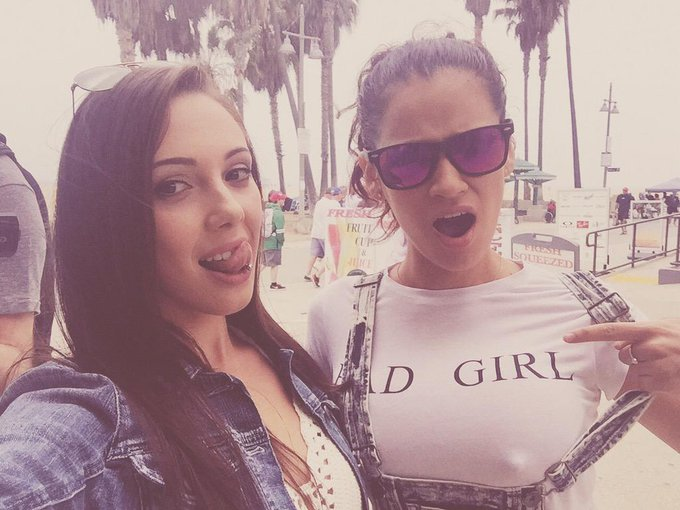 With this baddie today getting this pic printed on some shirts ? @MsVeracruzXXX #VeniceBeach #Leztinas