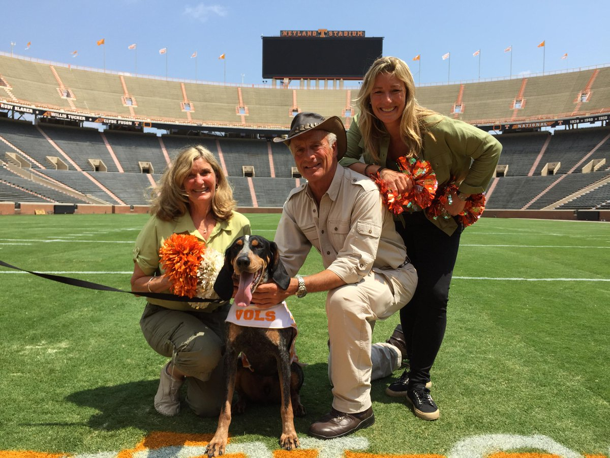 Growing up in TN there was nothing better than UT football. Today I met Smoky the Dog - a dream come true! #GoVols http://t.co/XGAB8ROwG7