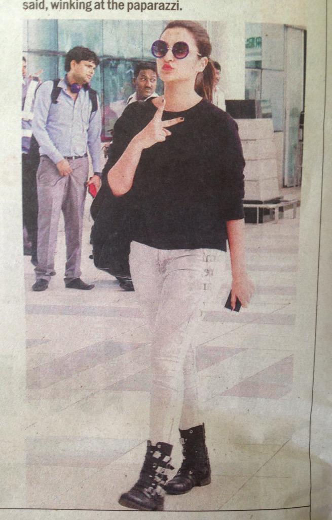 The paparazzi has really gotta stop invading privacy.  No, I'm not talking about Parineeti Chopra. http://t.co/ww4QdZfdqC