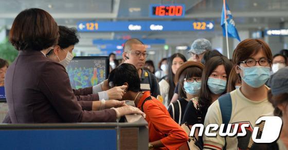 【MERS感染】訪日韓国人が急増、9ヶ月連続で60%以上の伸び http://t.co/m1OLgKDSLi 普通パンデミック地からの渡航は国が禁止するもんじゃないの? http://t.co/yjQE3uYgi8