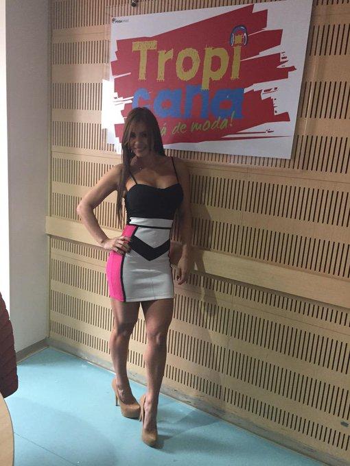 RT @tatasolarte: Ya llegó al #TropiShow de @Tropibogota 102.9fm la bella @esperanzaxxx http://t.co/h