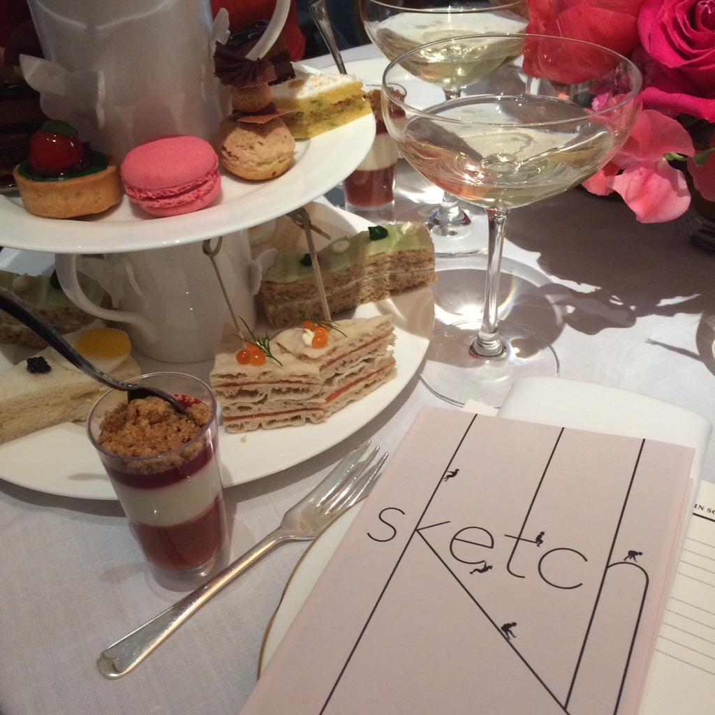 RT @Dannny_K: At @Sothebys with @VickyIlankovan for the Fine Jewels Auction with afternoon tea by @sketchlondon http://t.co/fnE0UHH4eO
