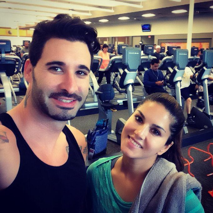 Workout together! Got together! Stay together! #fitlife http://t.co/r6iRrfecpx
