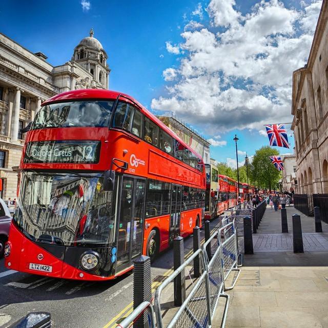 London on a summery day. Gorgeous! #lovegreatbritain #thisislondon http://t.co/KnySbyXPnn