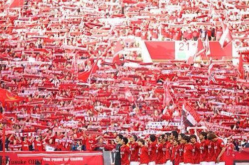 大旗もゲート旗もない、この光景が好きなんだけどなぁ〜 最近のゲーム後の埼スタは、カッコいいよね!(^^) http://t.co/haYp6WXkL0