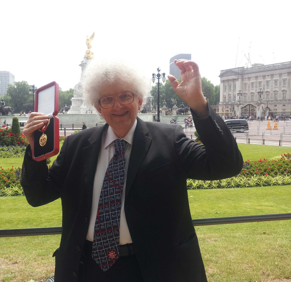 No copyright probs here - The Prof with his knighthood outside Buckingham Palace!!!! http://t.co/Cb5lRO7fYb