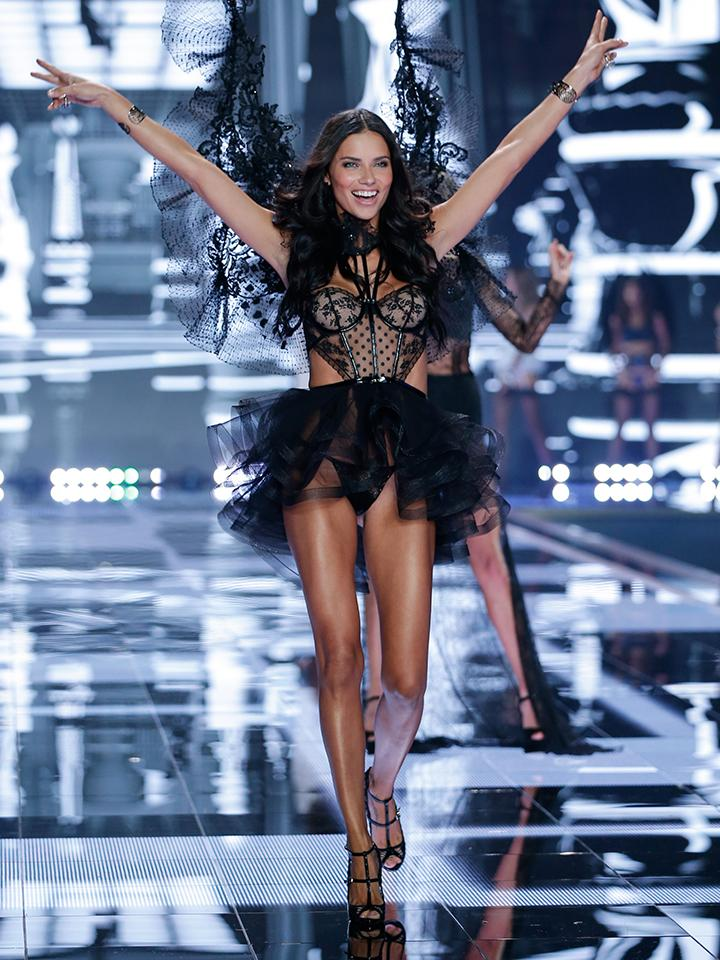 Happy Birthday, @AdrianaLima! ???? http://t.co/OY2kQ161zH