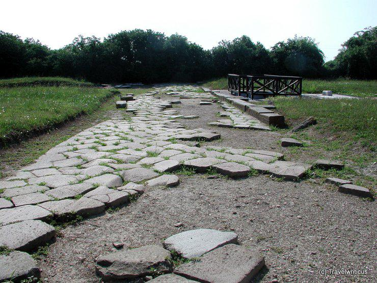 Remains of an ancient Roman street near Quarto d'Altino, Italy > http://t.co/5SeGzTltEw #roads #frifotos http://t.co/tUNoIc9FiX