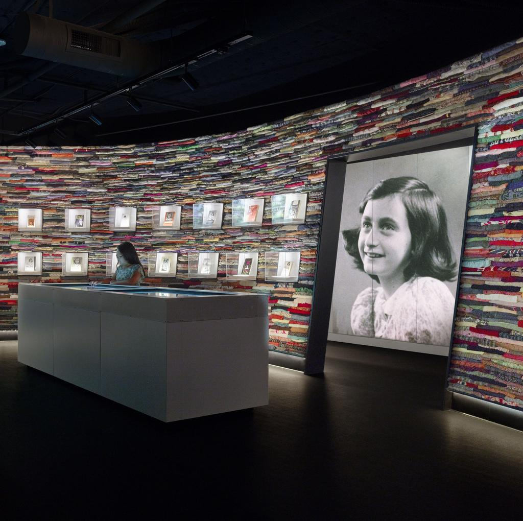#OnThisDay: 86 years ago, #AnneFrank was born in Frankfurt, Germany - http://t.co/oayDEXWXEq http://t.co/6rzEPpidwv