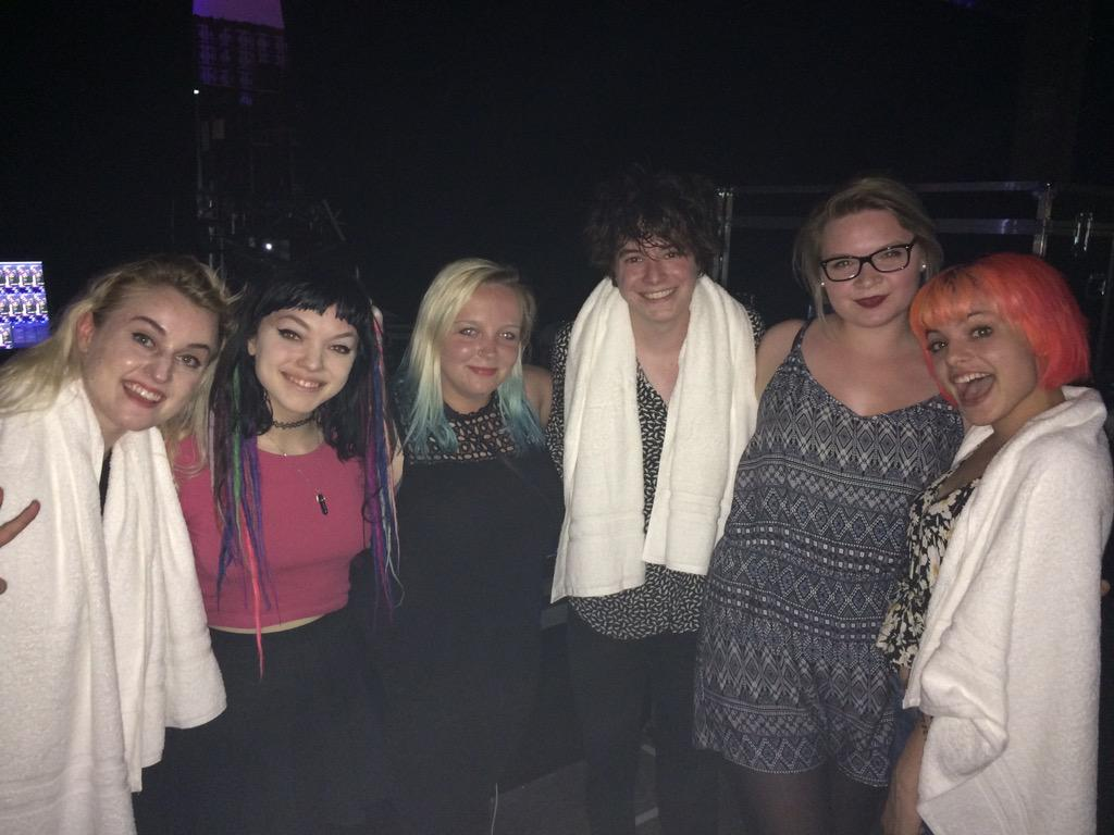 THANK YOU SO MUCH @HeyViolet LOVE YOU LOTS http://t.co/jeY3wTzLDG