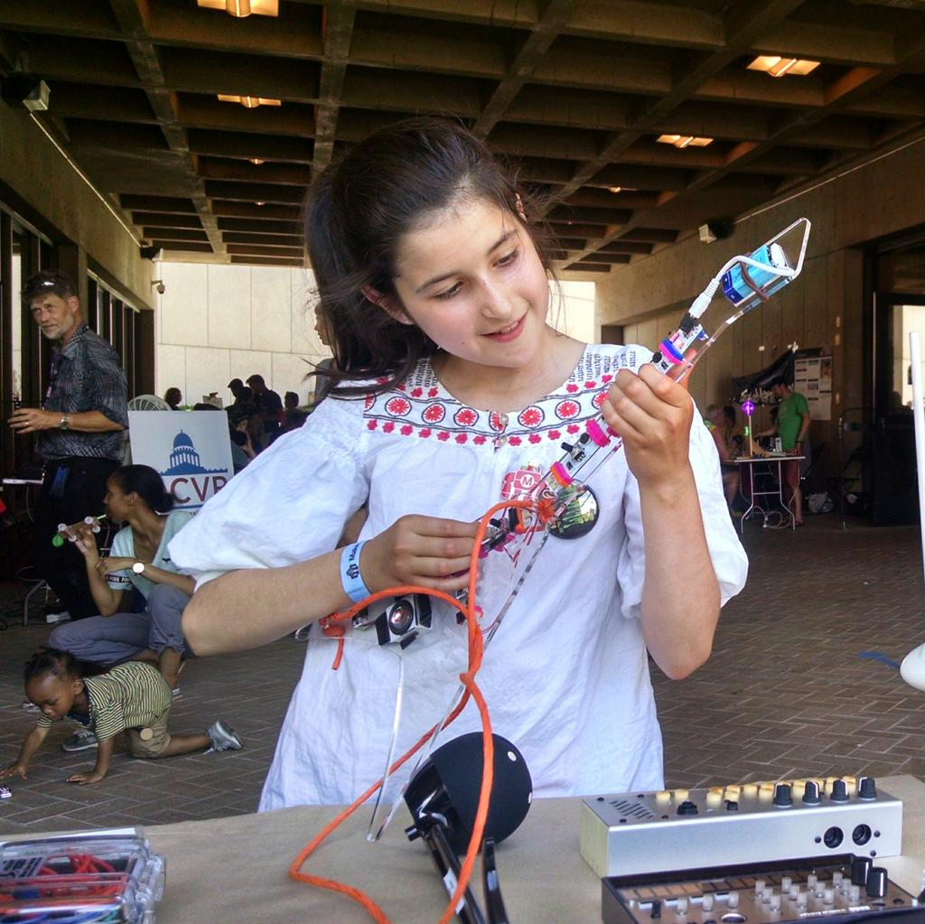In honour of @mariahc, girls are killin' it on the @littleBits Keytar at @natlmakerfaire. #rockandroll http://t.co/uheVuTTLQd