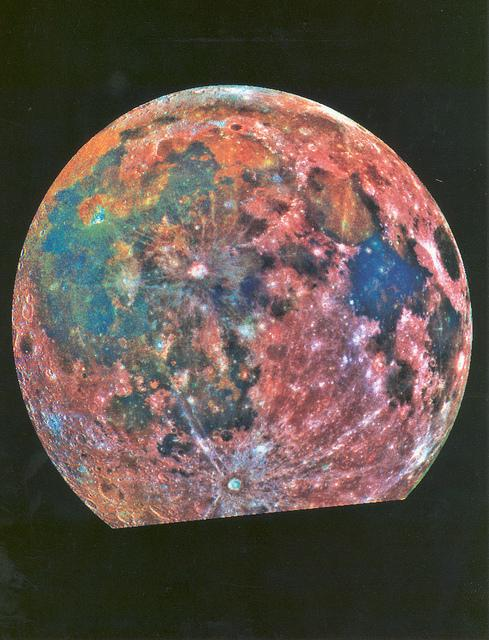 Taken by the Galileo probe in 1992, false-colors of this photo highlight variations in lunar soil #MoonCrushMonday http://t.co/jju1FLQ2Et