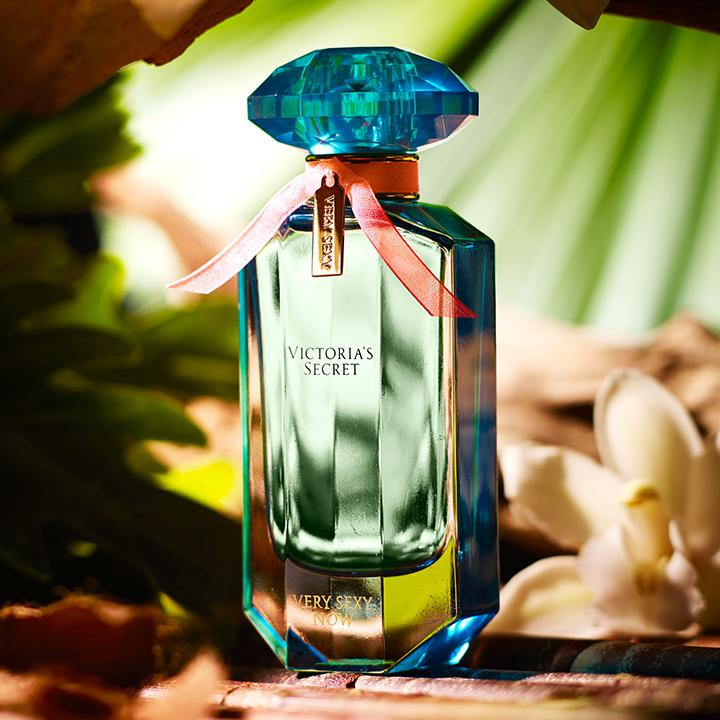 Goodbye, work. Hello, paradise! ✌️???? #FragranceFriday http://t.co/OAkIIjS24I http://t.co/WvVTogHE7f