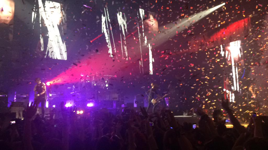 THIS WAS INSANE!! BEST SHOW I'VE EVER BEEN TO!! @5SOS #ROWYSOLondon http://t.co/WLqX5Xic6H