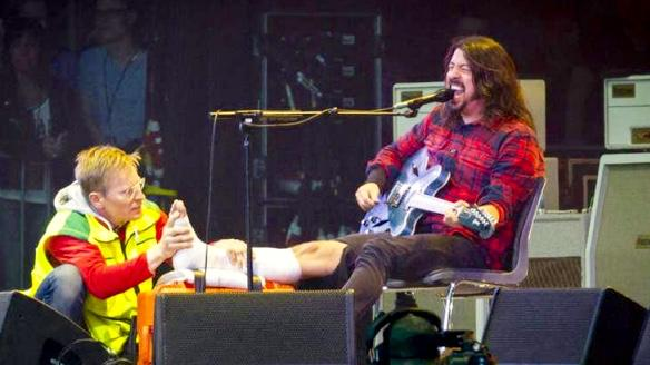 Dave Grohl and @foofighters  in Sweden -  jumped off stage. Broke his leg. FINISHED THE SHOW. https://t.co/fzbFEMTre4 http://t.co/q99es05pNE