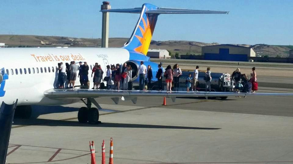 Passengers evacuate onto plane's wing after fuel spill at Boise Airport http://t.co/ZkU3l8voib http://t.co/BRUUmJxFGh