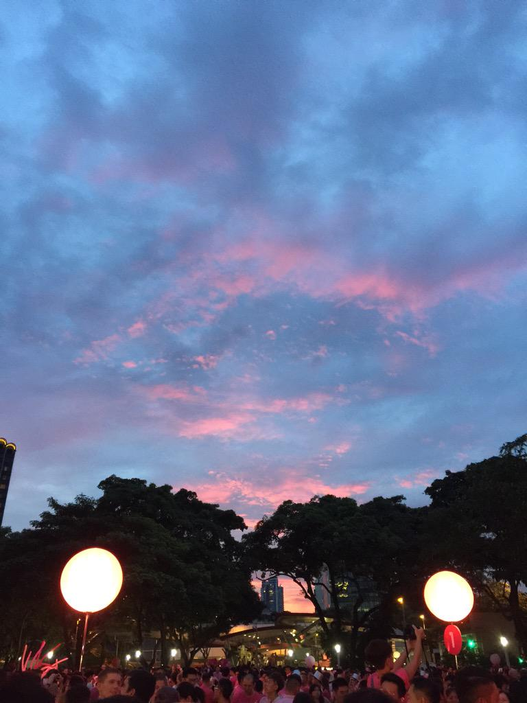 A pink sky for #pinkdotsg! http://t.co/qdc1DhHuHr
