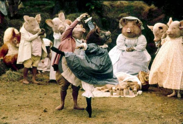 영국 로얄 발레단이 선보인 '피터 래빗과 친구들 - 더 발레'. 연기하는 단원들이 해당 캐릭터의 인형옷을 입고 공연을 한다. 덕분에 발레 공연이라기 보다는 마치 인형극을 보는 듯한 느낌. http://t.co/UgpGz7BQIS