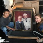 .@jeanniegaffigan, our friend Eric and the most valuable piece of art in the world. Thx @kfc http://t.co/9sjNzsQuhb