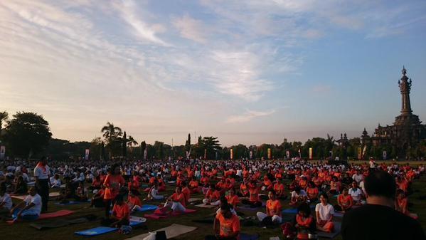 Celebrations of the 1st International Day of Yoga at beautiful Bali island. #YogaDay @cgibali @MEAIndia http://t.co/sq4UF5kATP