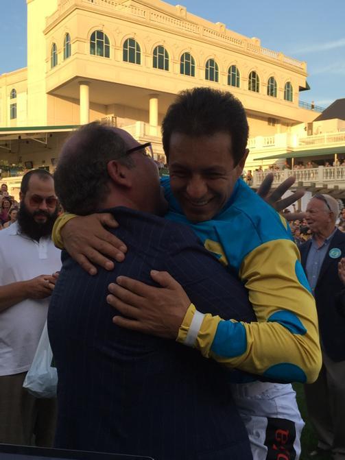 Ahmed Zayat lifts Victor Espinoza in a bear hug @ChurchillDowns @jazz3162 @JustinZayat @EspinozasVictor http://t.co/PQqo78Q6fW
