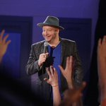 RT @ComedyCentral: Hands up, who's watching #JeffRossRoastsCriminals? Pics & tweets from @RealJeffreyRoss to follow.