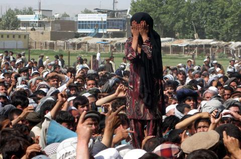 """Afghan girl mourns kin killed in NATO raid. Pop Twitter accounts in India circulate pic as """"auction of girl for sex"""". http://t.co/ngbKSi4siw"""