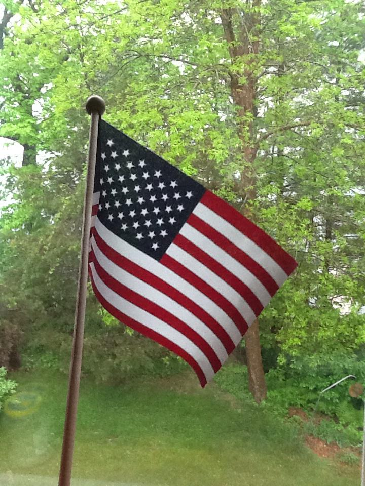 Happy #FlagDay Thank you to all who serve our country and defend what our nation's flag stands for. #GodBlessAmerica http://t.co/S0G5wyQuVp