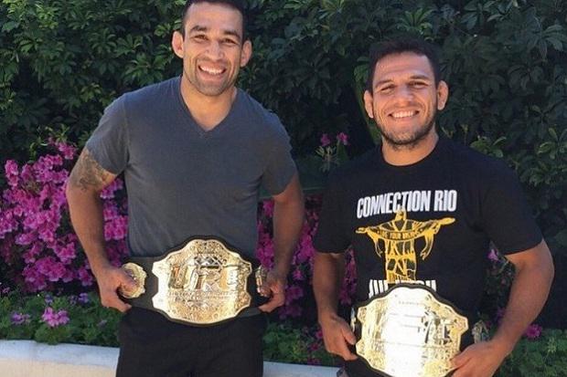 Campeões e companheiros! Quantas curtidas merece a dupla da Kings MMA @FabricioWerdum e @RdosAnjosMMA? http://t.co/qRl0A0iVVK
