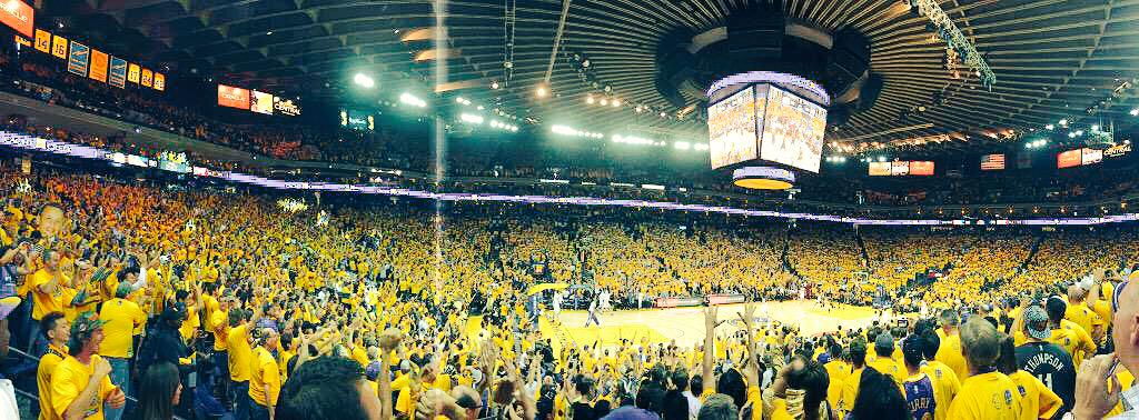 .@StephenCurry30 with the shot! Awesome job @warriors! Bring the bay another title! #DubNation http://t.co/bECPjVva2p