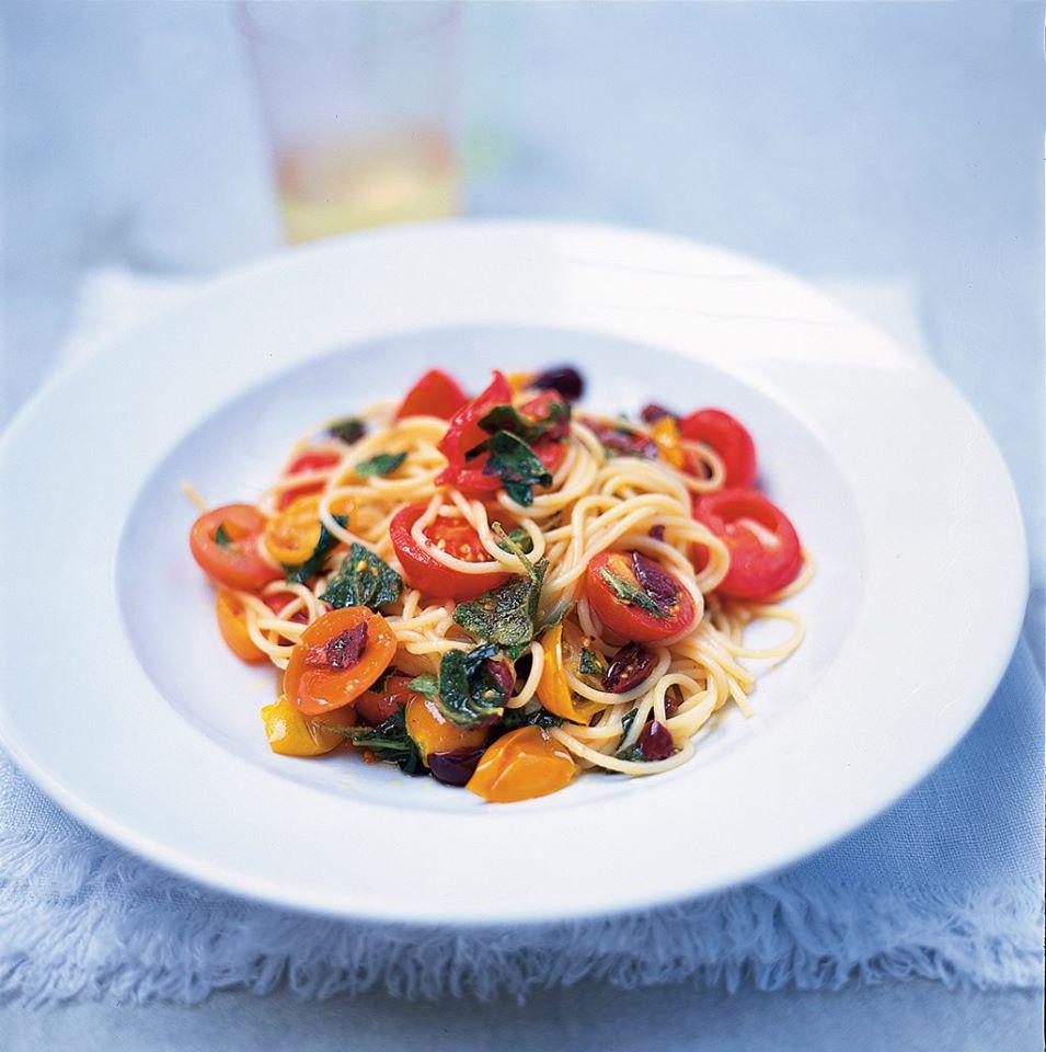 #Recipeoftheday Simple summer spaghetti with beautiful ripe tomatoes & olives #MeatFreeMonday http://t.co/IDROr9jiiv http://t.co/HAWhcoKQR1