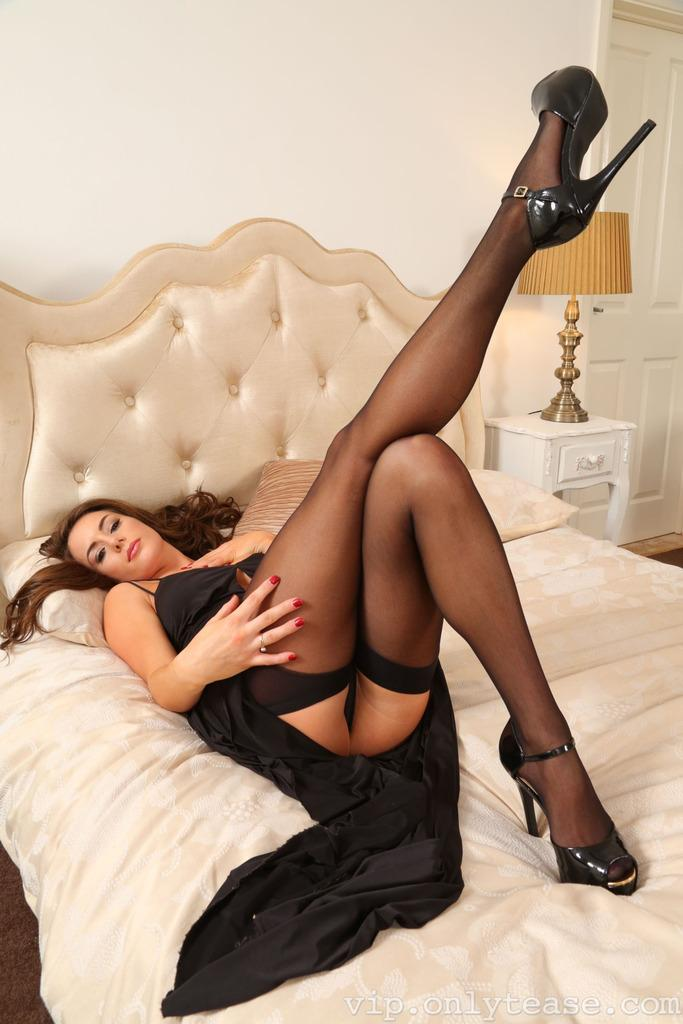 Jenaveve jolie lingerie stockings