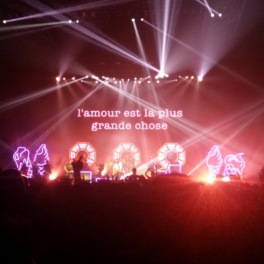 Beaucoup trop d'#amour pour #Blur au @Zenith_Paris @blurofficial http://t.co/wLdWAHM687