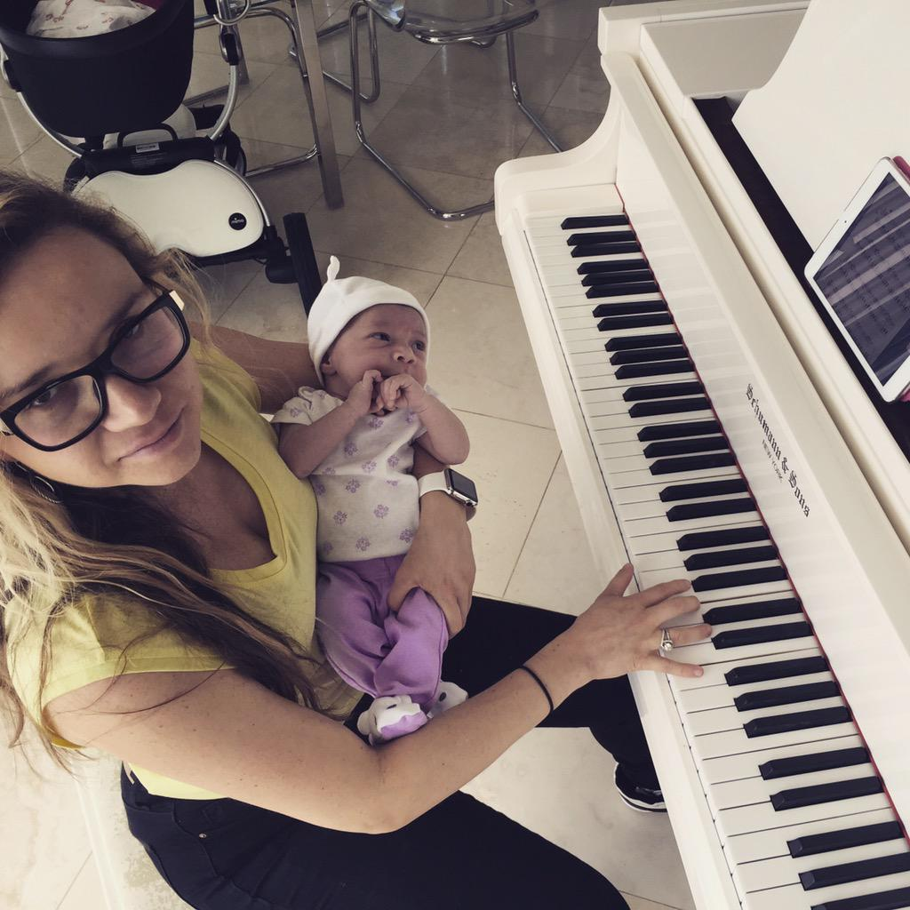 🎹 with Ariana http://t.co/Aq4hBEQGW2