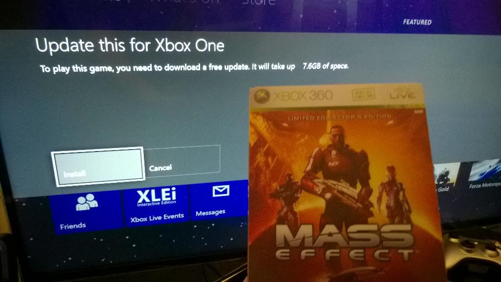 Installing Mass Effect on my Xbox One :D #BackwardsCompatibility http://t.co/wwvSTk1P7E