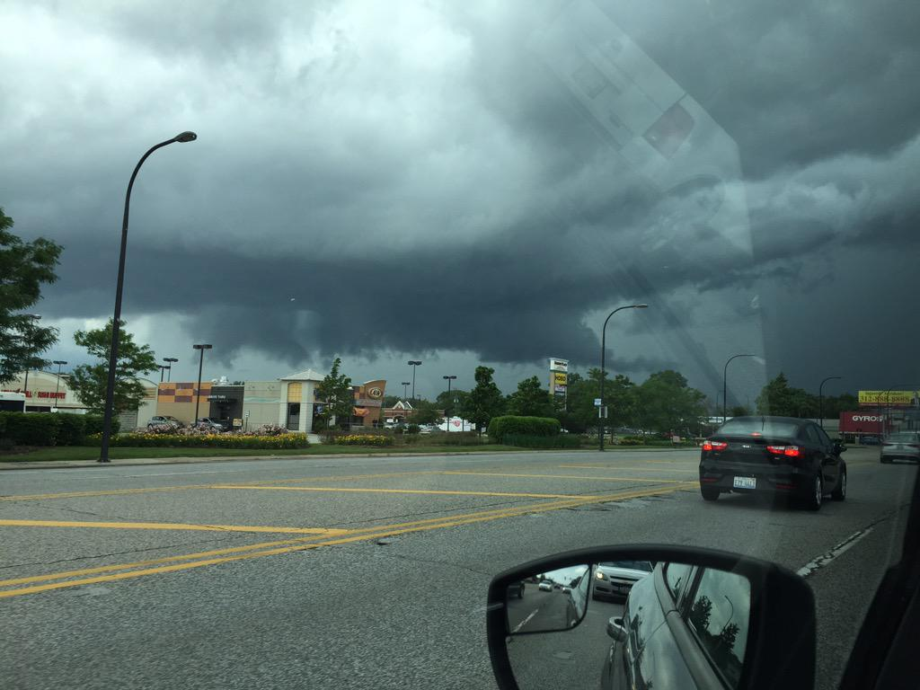 This is the now tornado warned storm from 87th and Cicero!!! http://t.co/VaqHBVXt5c