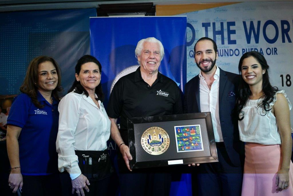 Thanks to Mayor @nayibbukele for helping us give the gift of hearing to 2,000 people in #ElSalvador! http://t.co/dIlOBh4udl
