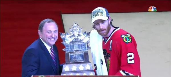Duncan Keith handing me the award for most valuable commissioner http://t.co/qgaXe6U5fI