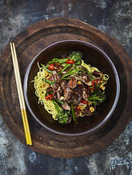 #recipeoftheday Beef & broccoli stir-fry. Juicy steak, crunchy greens and sticky soy sauce. http://t.co/wTeiFq3WFt http://t.co/SJLmdOknhn