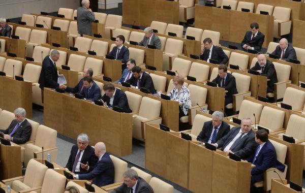 Три фракции направили обращение в Конституционный суд о досрочном роспуске ГД Представители трёх...