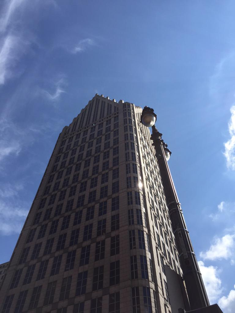 Sunny day in downtown #Detroit. Everyday is a new @OpportunityDET. #LookUpDet http://t.co/sxrzNLKSrg