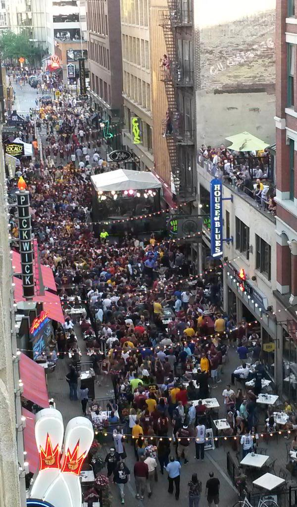 Love this town! #GoCavs #NBAFinals #ALLinCLE http://t.co/opx3Ho5iuV