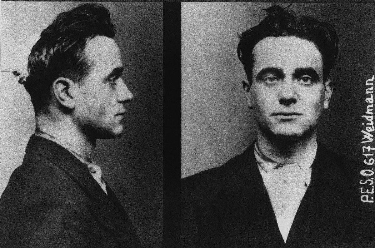 17 มิถุนายน ค.ศ.1939 ยูจีน เว็ดแมนน์ ฆาตกร 5 ศพ เป็นคนสุดท้ายที่ถูกประหารด้วยกิโยตินต่อหน้าสาธารณชน ณ เมืองแวร์ซาย http://t.co/2ZFv628NpB